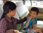 Tin nóng trong ngày 19/6: Người mẹ quay trở lại đón hai đứa trẻ bị bỏ rơi ở TP HCM