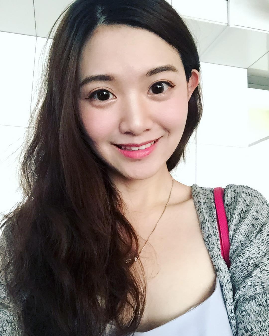 Nữ cảnh sát xinh đẹp phải khóa instagram vì quá nổi tiếng