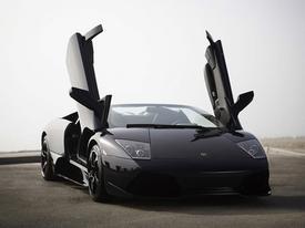 Siêu xe Lamborghini Murcielago đua trên đường ướt