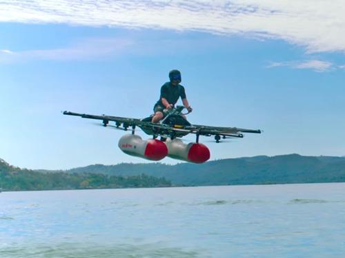 Xe bay Kitty Hawk Flyer biểu diễn khả năng bay lượn