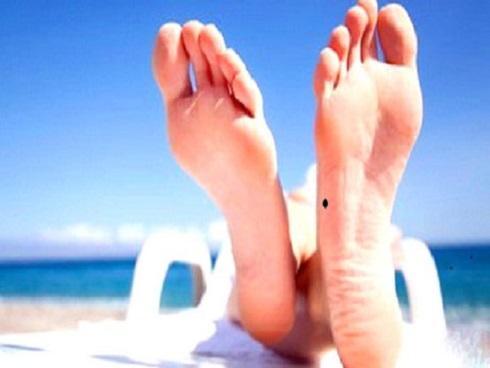 Nốt ruồi ở ngón chân tiết lộ bạn có 'số hưởng' hay không