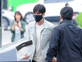 'Bạn trai quốc dân' Lee Min Ho: đi nhập ngũ mà vẫn mặc đẹp muốn xỉu