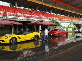 Cường 'Đô La' cùng dàn siêu xe đại gia Sài thành đua xe tại Bình Dương