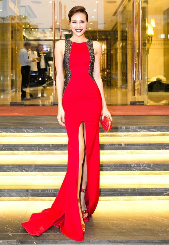 thời trang thảm đỏ: Lý Nhã Kỳ đẹp mong manh với váy hiệu