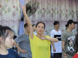 Thu Minh kiệt sức vẫn gắng gượng tập luyện trước live concert