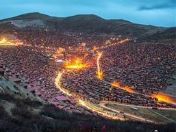 Ngôi làng của 40.000 nhà sư ở Trung Quốc