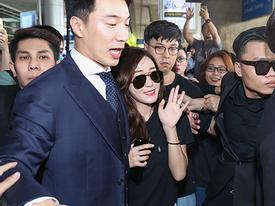 An toàn trong vòng tay vệ sĩ, Jessica tươi tắn vẫy chào fan Việt