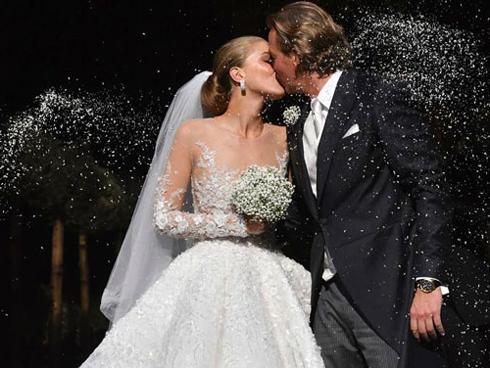 Tiểu thư 9X diện váy đính 500.000 viên pha lê trong đám cưới