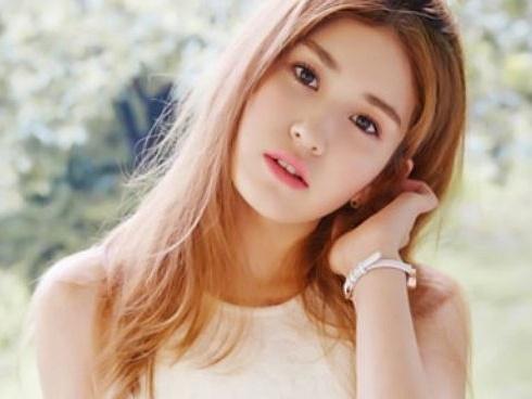 Bị JYP 'om' lâu quá, bông hồng lai Somi giờ chả còn ham hố ra mắt hát hò?