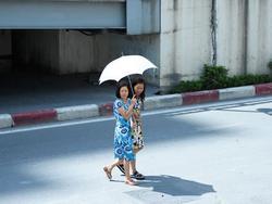 Dự báo thời tiết 25/6: Nắng nóng kéo khắp 2 miền Bắc-Trung