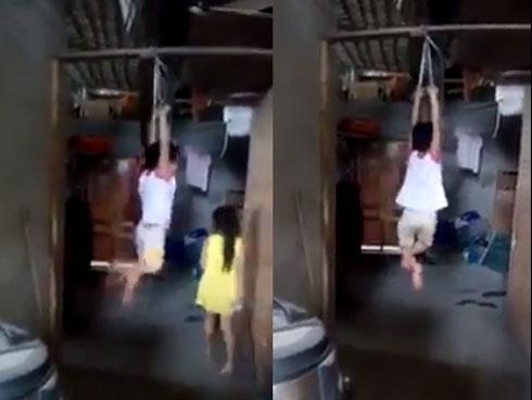 Phẫn nộ đoạn clip bé trai bị buộc 2 tay khóc thét giãy dụa trên kèo nhà