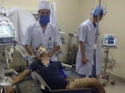 Nam thanh niên bị cuốn chân vào máy đóng gạch
