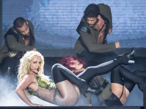 Tại sao Britney Spears hát nhép vẫn hút hơn 20.000 khán giả ở Bangkok?