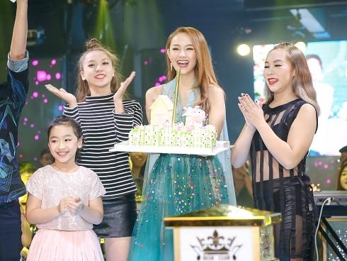 Đón sinh nhật muộn, Minh Hằng khiến fan 'phát cuồng' vì quá xinh đẹp