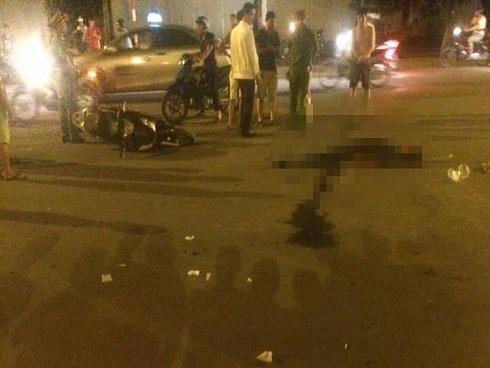 Hà Nội: Lái xe SH ngã ra đường tử vong