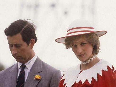 Công nương Diana từng đập phá đồ đạc, chửi rủa 6 giờ liên tục, thậm chí gây sự với Nữ hoàng vì lý do này
