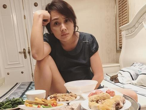 Tin sao Việt: Dáng ngồi bá đạo của nữ diễn viên đang bị tố 'gạ tình' đồng nghiệp