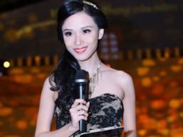Clip: Trương Hồ Phương Nga nói tiếng Anh như gió khiến các hoa hậu 'khóc thét'