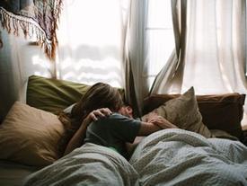 Vợ cứ thế này khi 'yêu' thì chồng mãi mê đắm chẳng thèm tòm tem