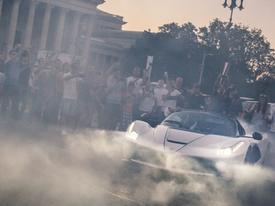 Clip: Siêu xe triệu đô Ferrari đốt lốp trên đường