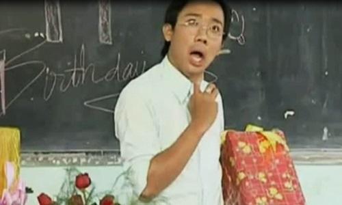 Clip hài: Thầy giáo Trấn Thành ngậm ngùi với quà sinh nhật của học trò-2