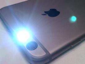 Đèn flash trên iPhone có 4 công dụng siêu hay này mà không ai ngờ tới