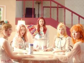 MV tiếng Nhật của A Pink vừa ra đã bị tố đạo nhái hit tiếng Hàn của Red Velvet