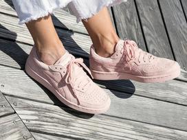 Thêm 5 đôi sneaker màu ngọt lịm không khỏi khiến các cô nàng 'đứng hình'