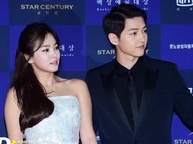 Song Joong Ki từng chụp ảnh bên hình quảng cáo của Song Hye Kyo