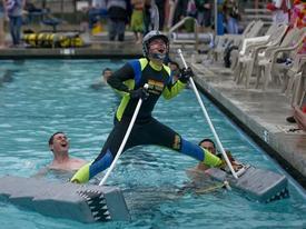 Clip hài: Những khoảnh khắc khó tin ở bể bơi