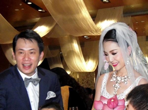 Linh Nga công khai hình ảnh âu yếm bạn trai đại gia