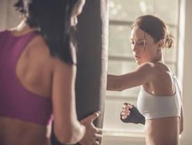 Hóa ra boxing mới là môn thể thao giúp bạn đốt cháy mỡ thừa nhanh nhất trong 1 tiếng