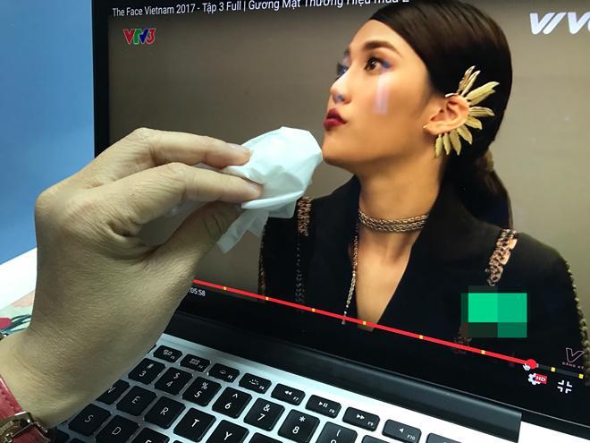 Chết cười xem clip chuyên gia trang điểm Nam Trung 'trị môi thâm' cho Lan Khuê -5