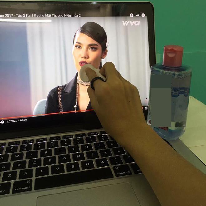 Chết cười xem clip chuyên gia trang điểm Nam Trung 'trị môi thâm' cho Lan Khuê -7