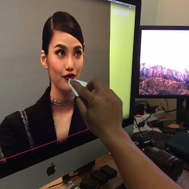 Chết cười xem clip chuyên gia trang điểm Nam Trung 'trị môi thâm' cho Lan Khuê -6