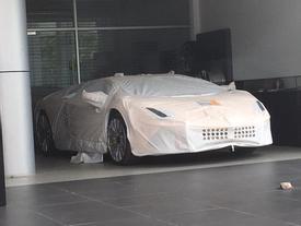 Siêu xe Lamborghini Aventador S LP740-4 2017 bị bắt gặp cho đi đăng kiểm