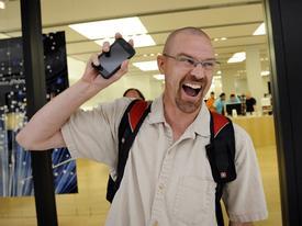 Người đầu tiên sở hữu iPhone nhớ lại cảm giác đợi mua sản phẩm