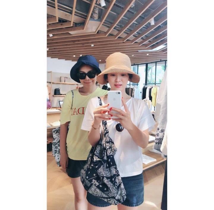 Song Hye Kyo: Bí kíp thời trang để mãi trẻ đẹp dù đã U40