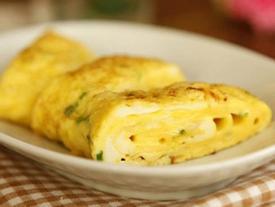 Vợ chỉ cần thêm 1 thứ này vào món trứng chiên, chồng sẽ thích, con sẽ mê