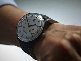 Đồng hồ thông minh không cần sạc đầu tiên ra đời