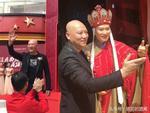 Vợ chồng Đường Tăng khiến tỷ phú giàu nhất châu Á phải kính nể-3