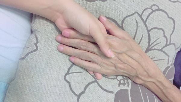 Bố hoa hậu Phạm Hương đã qua đời sau thời gian lâm trọng bệnh-3