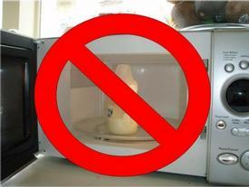 Đừng dại dột cho những vật dưới đây vào nếu không muốn lò vi sóng phát nổ