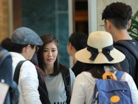 Vợ chồng 'Triệu Mẫn' Giả Tịnh Văn xuất hiện cùng dàn sao tại Sài Gòn