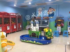Để con chơi một mình trong khu vui chơi trẻ em, bé 2 tuổi bị tàu hoả cán chết không ai biết