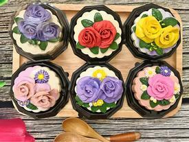 Chưa tháng 8 âm, bà mẹ xinh đẹp đã khiến dân mạng phát thèm vì loạt bánh Trung thu hiện đại đẹp mỹ mãn