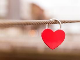 Khi tình yêu 'hết hạn' thì làm gì, thay mới hay sửa chữa?