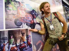 Chàng trai đi xe máy từ Italy chưa muốn về vì mê Sài Gòn