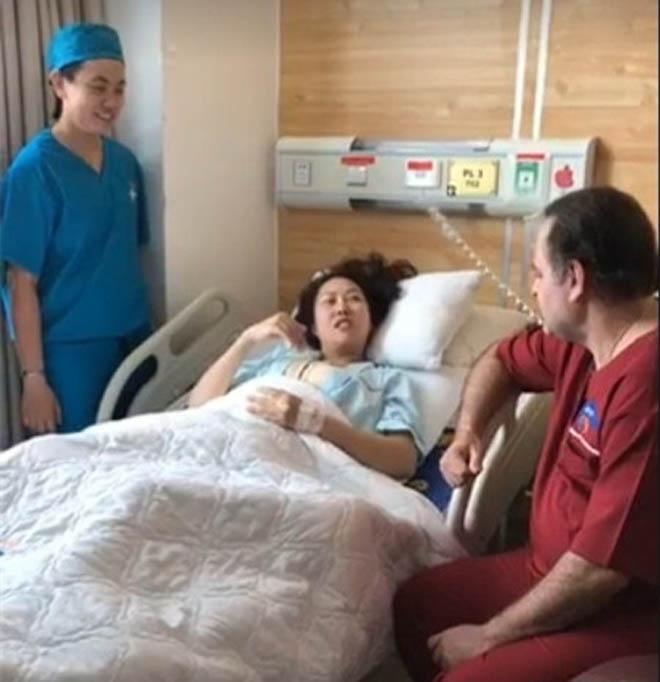 Phi Thanh Vân lộ diện sau 15 tiếng thực hiện ca phẫu thuật lớn nhất Việt Nam -1