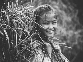 Thiếu nhi Việt đẹp lạ qua ống kính người trẻ